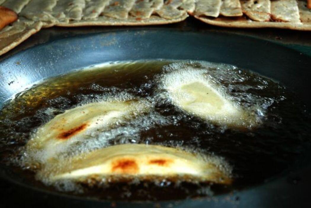 Quesadillas fritas...la otra versión con menos aceite son las de comal,...
