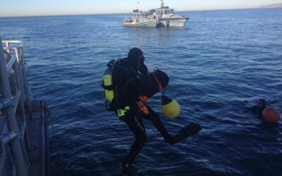 Buzos rescatan avioneta siniestrada en California