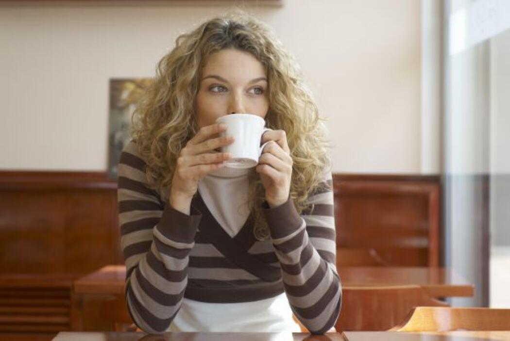 Comienza el día con una bebida estimulante, como un café o un té que te...