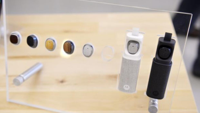 El Motorola Hint te ayuda a controlar tu teléfono con comandos de voz.