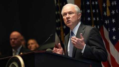 Jeff Sessions a ABC: ''Muchos involucrados con pandillas de EEUU son ext...