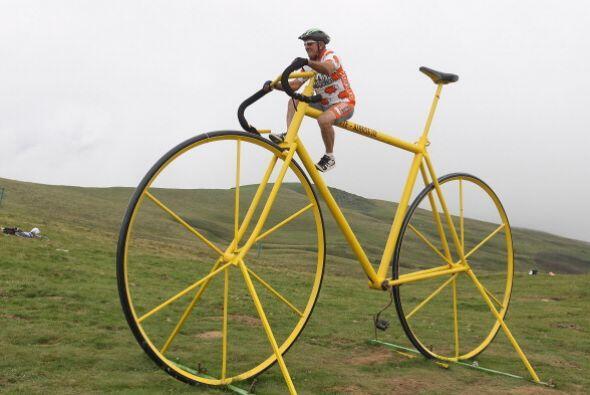 ¿Qué tal esta bicicleta gigante? ¡Está incre&...