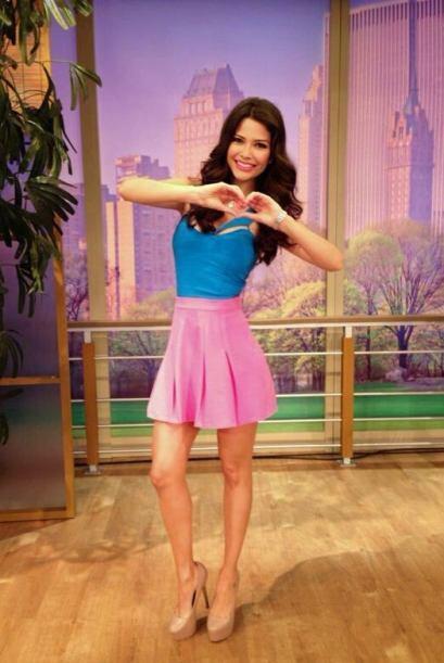 Marzo 27, 2014: Moda romántica, el contraste entre el azul y el rosado.