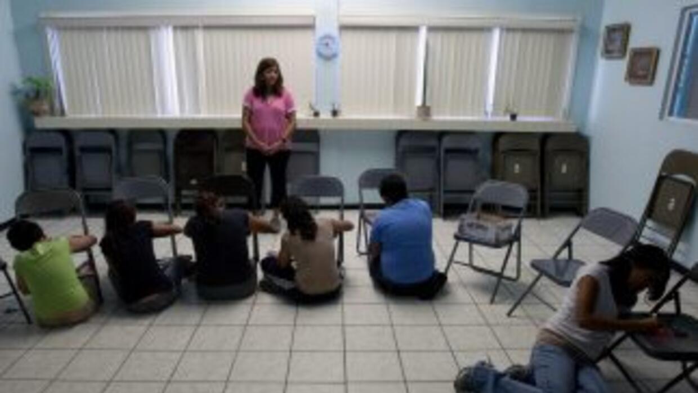 Tanto niños como psicólogos de Ciudad Juárez están tomando terapias para...