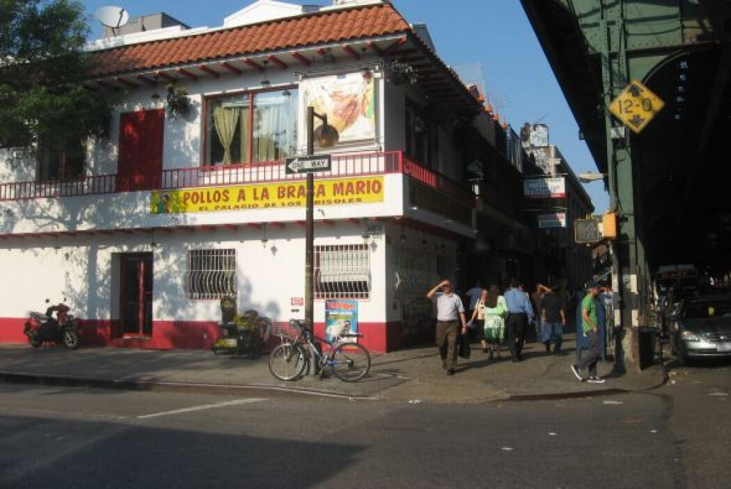 Queens también tiene una gran comunidad dominicana 14%  y mexicana 13%.