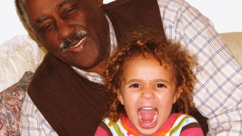 El hecho de criar hijos y cuidar ancianos era un acto de balance delicado