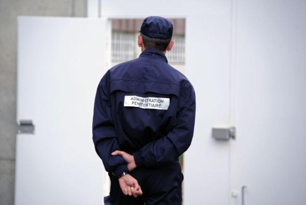 Si lo arrestan o detienen no tiene obligación de contestar ninguna pregu...
