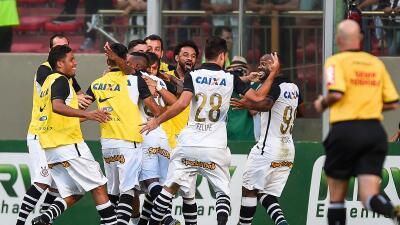 El 'Timao' superó 3-0 al Mineiro y se acerca al título