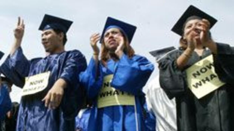 Cientos de jóvenes celebraron una graduación simbólica en Washington, pa...