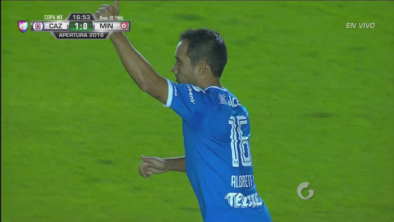 Aldrete puso el 1-0 de Cruz Azul gracias a la colaboración del portero d...