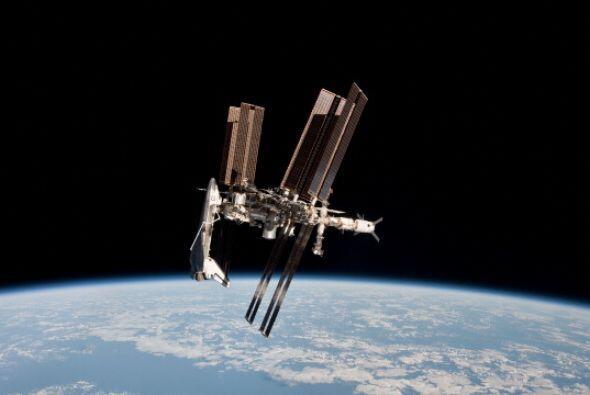 El satélite soviético Kosmos-1484, que fue lanzado en 1983...