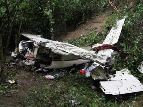 La aeronave se vino abajo cerca del aeropuerto de Huatulco, una ciudad-b...
