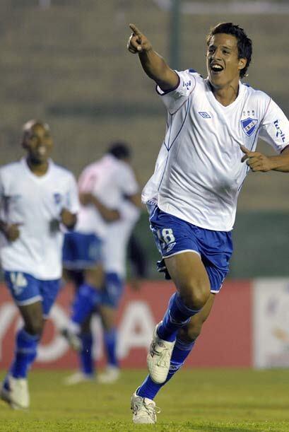 Los goles charrúas fueron obra de Sebastián Coates y Gonzalo Godoy, ambo...