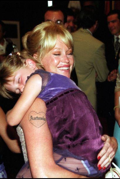 Uno de los tatuajes más recordados fue el de Melanie Griffith. C&...