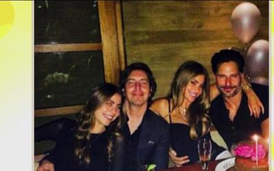 Sofía Vergara y Joe Mangianello bien abrazaditos y de fiesta