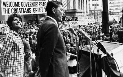 Reagan y su esposa durante una visita a Cleveland en 1968.