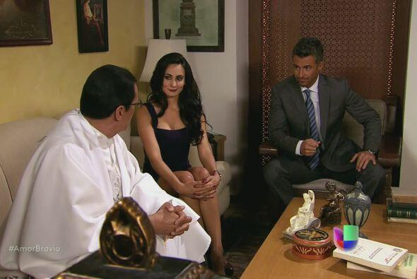 Teresa y Dante le dicen al sacerdote, hermano de ella, que serán...