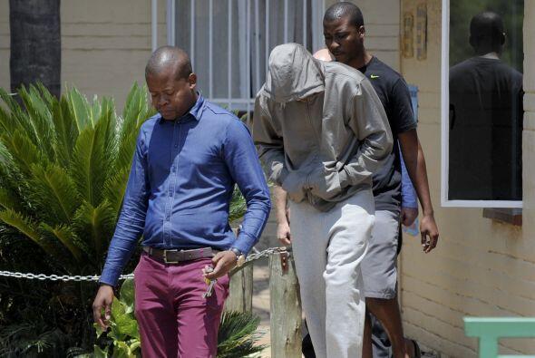 Pistorius, que fue detenido bajo la acusación de haber asesinado a su no...