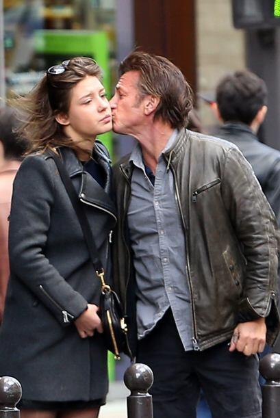 Se dieron el típico beso en ambas mejillas.Mira aquí los videos más chis...