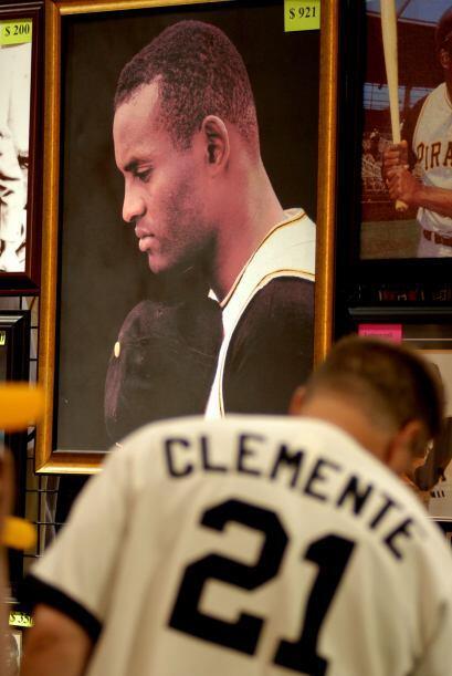 Roberto Clemente jugó toda su carrera en Ligas Mayores con los Pi...
