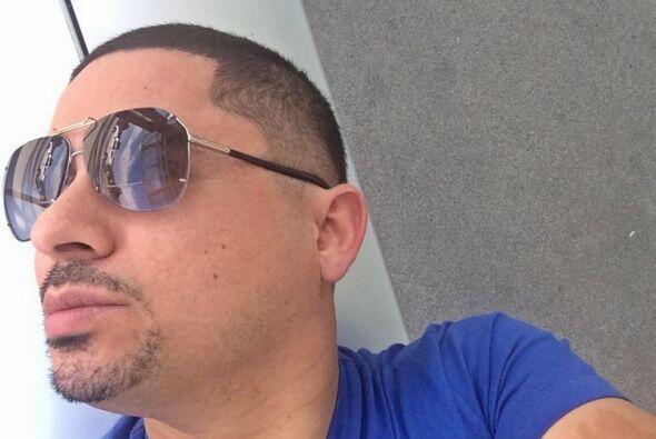 Larry Hernández es un asiduo de presumir sus fotos, pies y pizadas a tra...