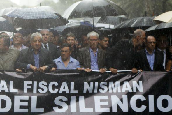 """La """"marcha del silencio"""" fue encabezada por los familiares del fiscal Ni..."""