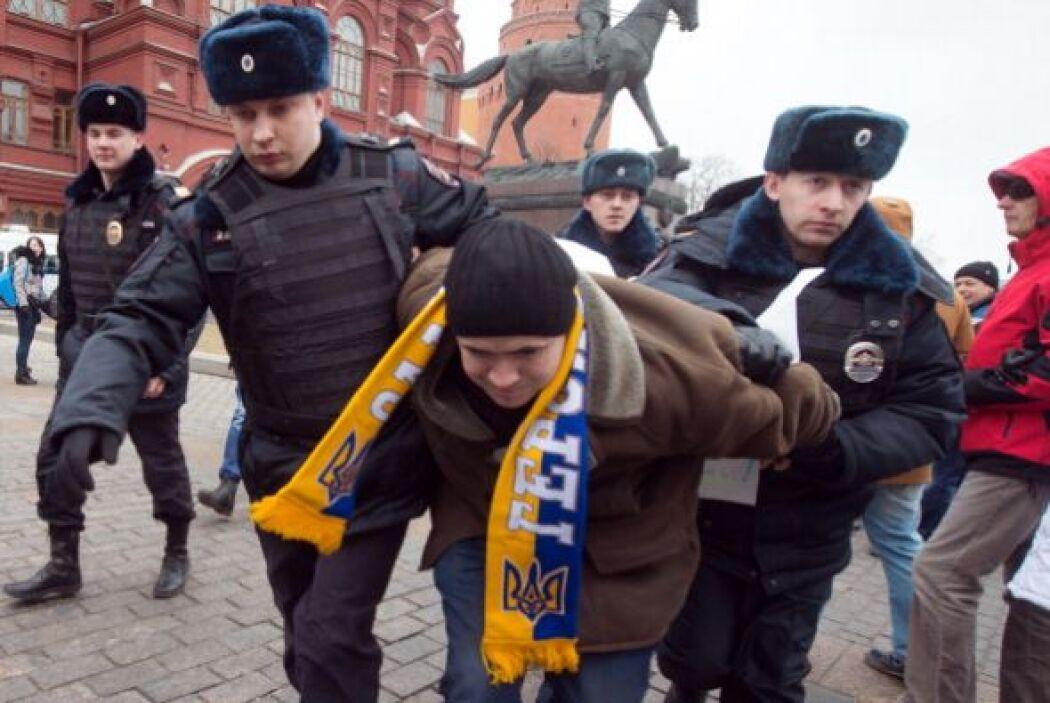 De acuerdo con la agencia Efe, más de personas fueron detenidas por prot...