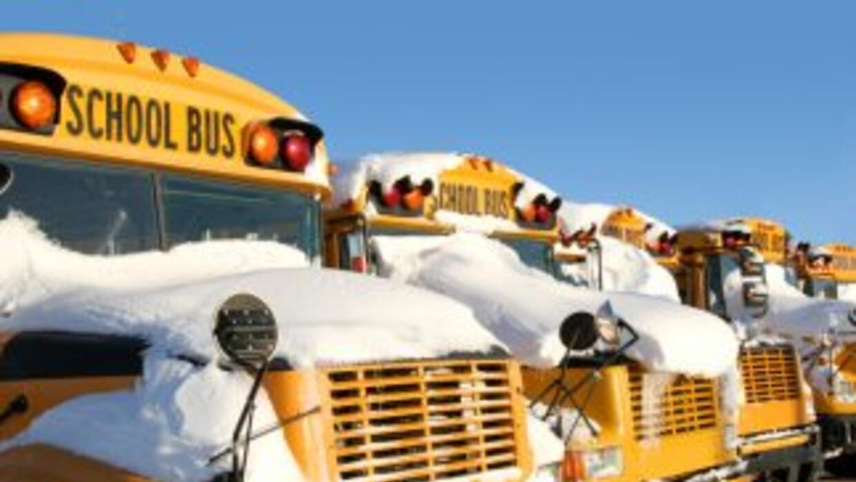 Decenas de escuelas en el estado de Georgia anunciaron que estarán cerra...