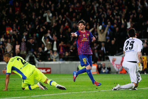 Messi se lo dedicó a Iniesta, autor de un pase de taco. Talento p...