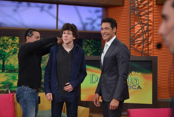 Johnny Lozada le dio la bienvenida al estudio de Despierta América a Jes...