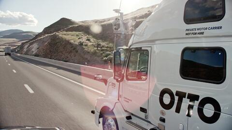 Camiones de conducción autónoma de Otto en acción.