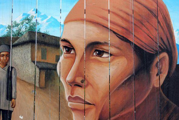 Existen notables murales que decoran lugares prominentes en diferentes d...