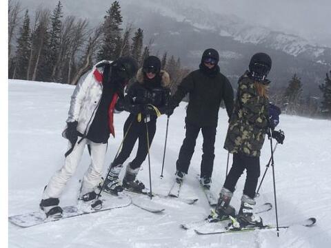 Kim, Khloé y Kylie pasaron unos días en las heladas monta&...