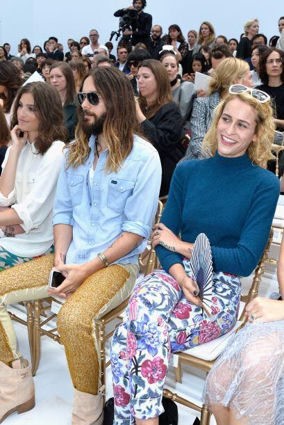La modelo brasileña Alice Dellal se les unió con mucha ale...