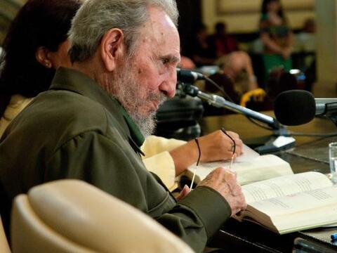 """El líder de la Revolución cubana, Fidel Castro, presentó su libro """"La co..."""