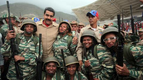 Nicolás Maduro con miembros de la Milicia Bolivariana en mayo de...