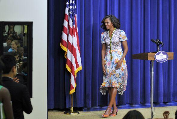La esposa del Presidente también lució un hermoso vestido estamapdo del...