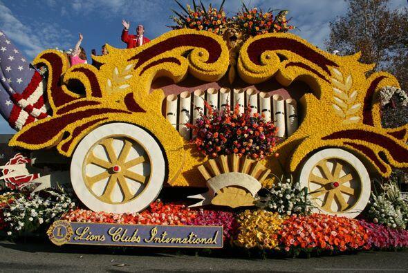 El carro alegórico del Club de Leones Internacional.