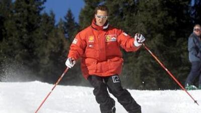 11 de enero de 2000. Una imagen de Michael Schumacher esquiando enla es...