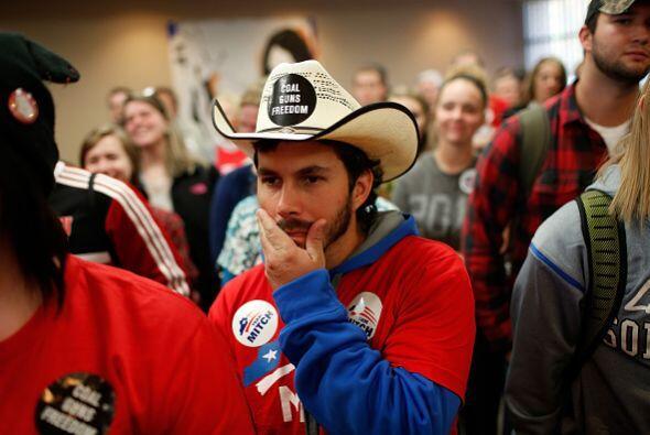 Desde Kentucky este votante llamó la atención con su atuendo que muestra...