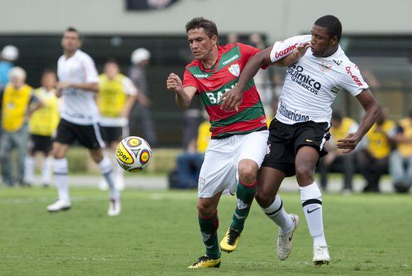 El primer tanto del Corinthians fue por parte del mediocampista Paulinho...