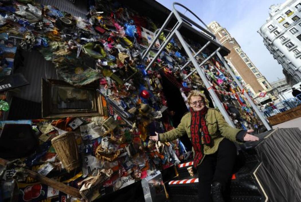 El artista Ha Schult denuncia con su obra a las 'sociedades de consumo'.