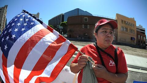 Una inmigrante durante una manifestación en Los Ángeles en 2011 para ped...