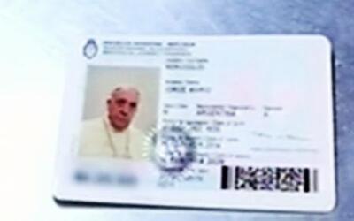 El Papa Francisco renovó su pasaporte como cualquier persona