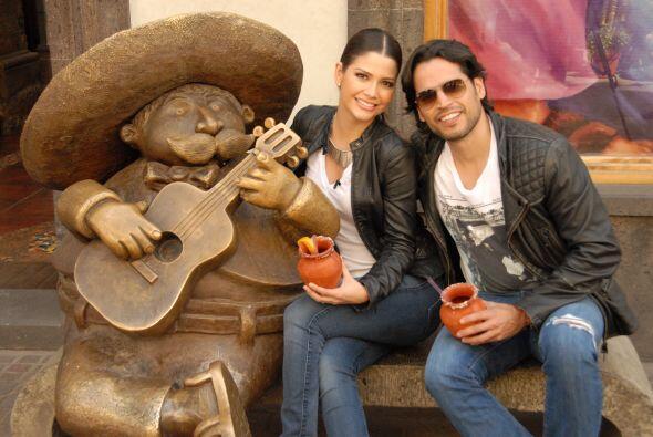 Ana y Luis disfrutaron de una refrescante bebida.