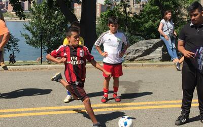 Los niños demostraron sus habilidades con el balón