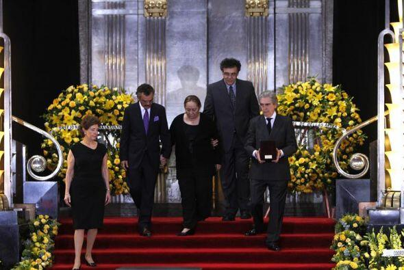 El homenaje, acompañado de música clásica interpretada por un cuarteto,...