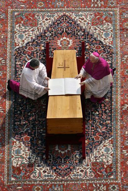 Juan Pablo II falleció el 2 de abril de 2005 conmocionando a una gran pa...