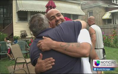 Dos latinos exonerados pasan su primer día en libertad