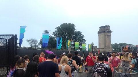 Ni la lluvia detuvo a los asistentes a Lollapalooza 2016 que arrancó su...